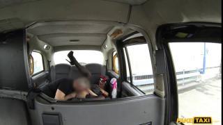 Фейк такси порно с женщиной в маске