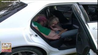 Снял на машине девушку во Владивостоке