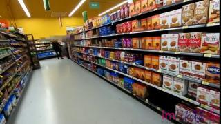 Блогер снял штаны девчонке в супермаркете